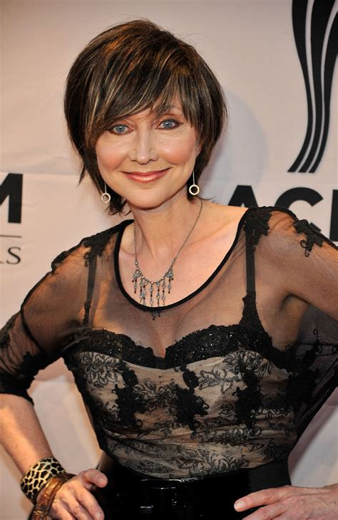 pic of pam tillis hair pam tillis photos photos 6th annual acm honors red