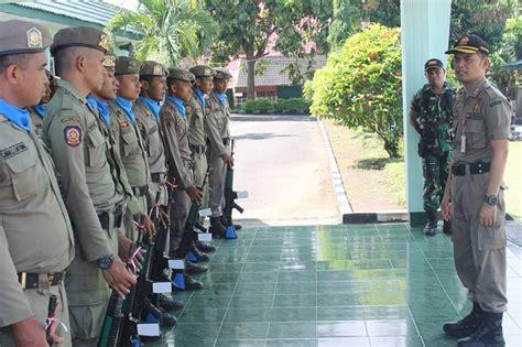 Rompi Polisi Pamong Praja 1 polisi pamong praja akan tertibkan pasar senggol ilegal