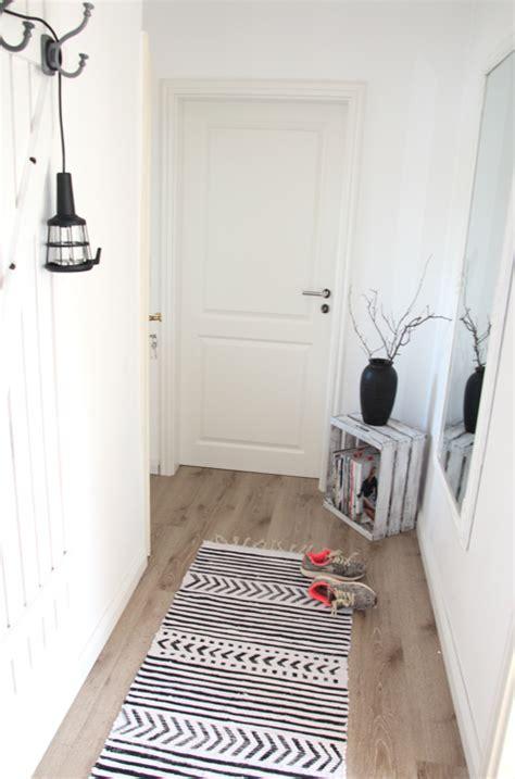 schwarzer läufer teppich teppich mit textilfarbe bemalen schwarz wei 223 teppich