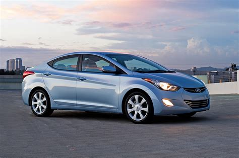 2013 hyundai elantra sedan right front 1 photo 2