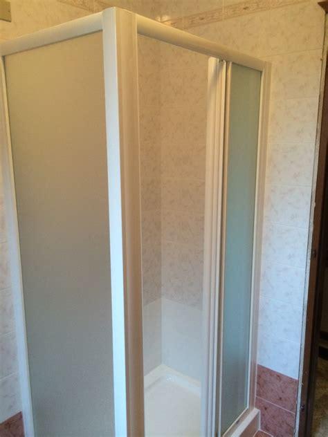 box doccia particolari progetto di sostituzione vasca con doccia di minori