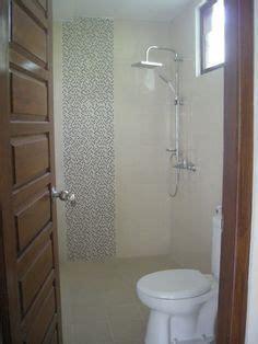 desain kamar mandi ukuran kecil interior sederhana dengan bak kamar mandi minimalis