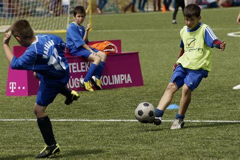 imagenes de niños jugando fut bol claves para desarrollar las habilidades t 233 cnicas t 225 cticas
