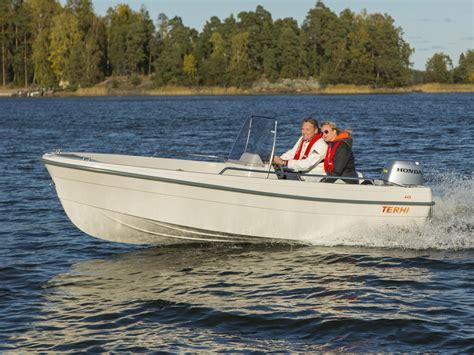 boten uitgeest motorboot 10pk met stuurconsole sloep uitgeest