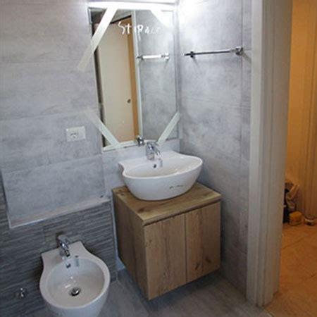 bagno con muretto free bagno legno e pietra muretto doccia with muretto bagno