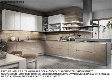 mensole cucina moderna cucina angolare con mensole a giorno n m h with mensole