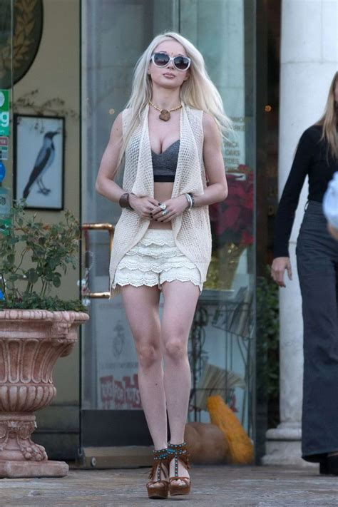 valeria lukyanova and valeria lukyanova out and about in los angeles 12 15 2015
