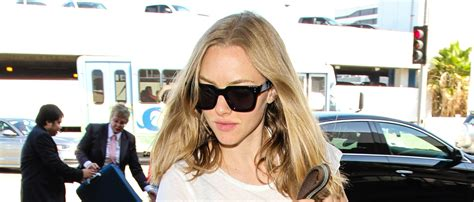 amanda seyfried just jared amanda seyfried jets out of town with her furry friend