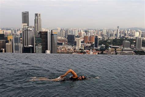oltre il giardino mymovies singapore una piscina nel vuoto repubblica it