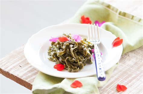 pasta per fiori tagliatelle verdi con fiori ed un nuovo profumo per la