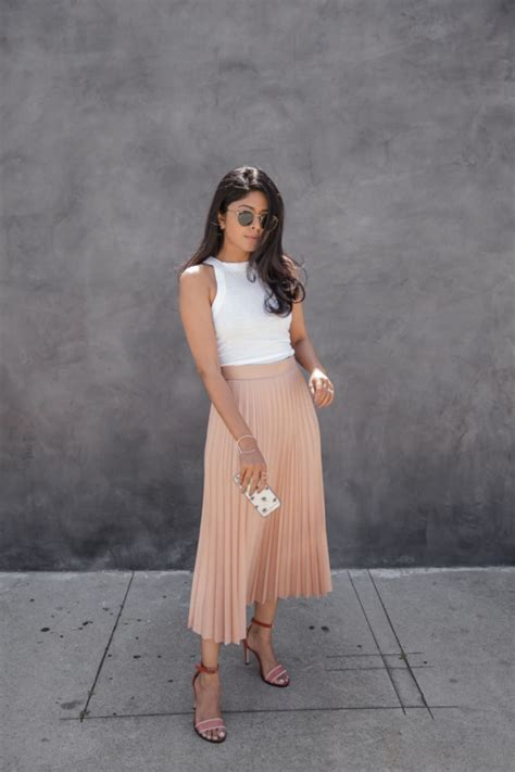 Style Vintage Tees Crop Top Original Design Zara the pleated skirt is a changer this just the design