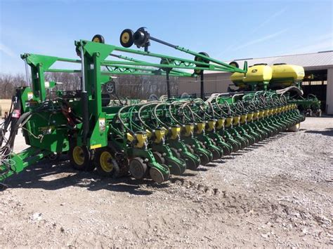 54 row 2012 deere db90 this is the largest corn
