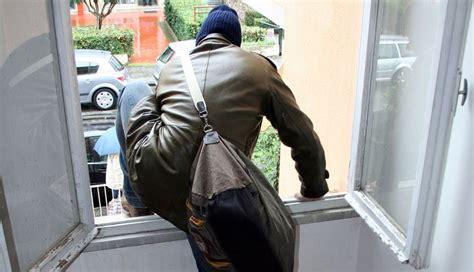 ladri appartamento arrestati in flagrante 3 ladri di appartamento mentre
