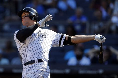 yankees aaron judge first rookie to hit 50 home runs