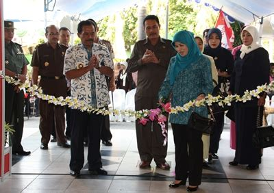Produk Umkm Bumn Lemari Jati goa sentono blora expo 2012 dengan tema quot ayo cintai