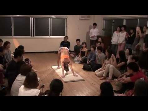 ashtanga yoga tutorial with kino kino ashtanga yoga demo at under the light in tokyo japan