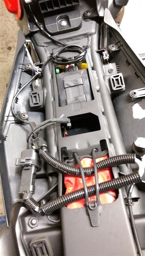 Motorrad Elektrik Verlegen by Kabel Vom Lenker Bis Unter Die Sitzbank Verlegen