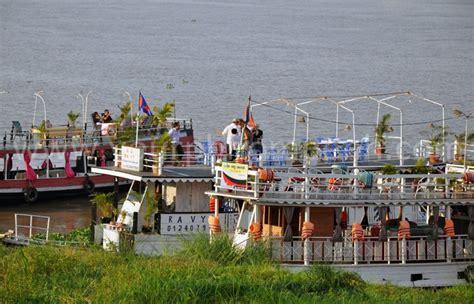 phnom penh boat boat trip in phnom penh cambodia