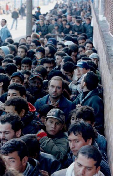 questura di palermo ufficio stranieri ufficio stranieri tagliati 63 lavoratori a rischio la