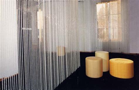 tende perline plastica pittialtrouomo 2001