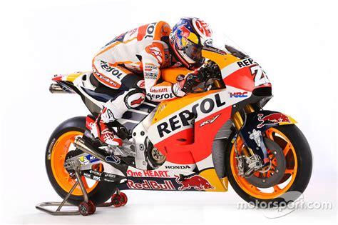 Jersey Motor Balap Repsol Honda 2016 pedrosa repsol honda team at 2016 repsol honda team unveil motogp photos