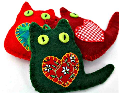 cat christmas ornaments felt christmas by puffinpatchwork
