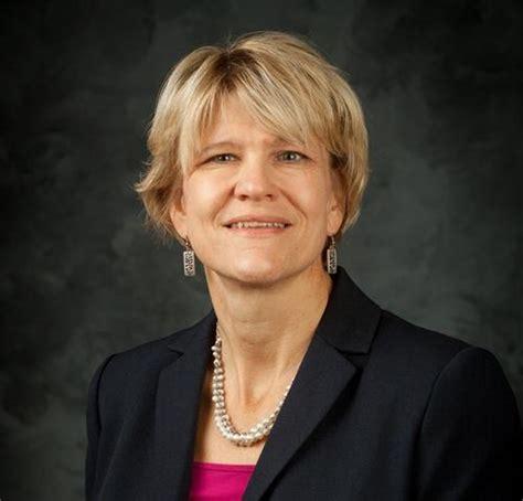 charlotte mecklenburg housing partnership charlotte mecklenburg housing partnership hires julie porter as new president