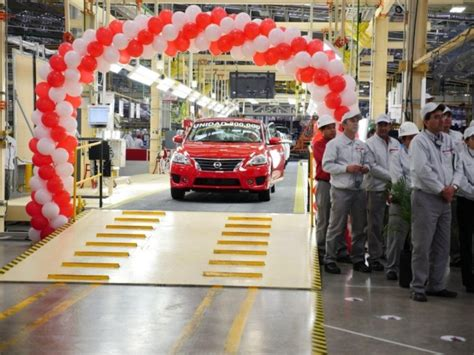 nissan mexico plant nissan plant in aguascalientes mexico completes 200 000th