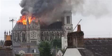 si鑒e social nantes il tetto di una basilica neogotica di nantes in francia