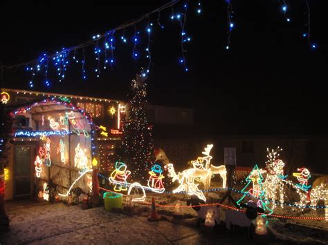 Pictures Of Homes Decorated For Christmas On The Inside | file newport long lane house christmas decorations 2010 5