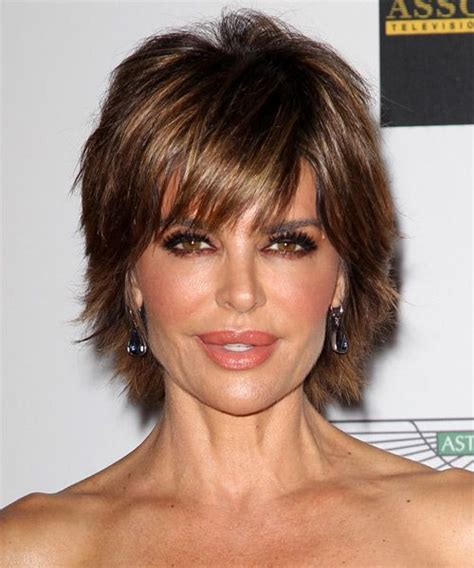 lisa rinna face shape lisa rinna hairstyle short straight casual medium