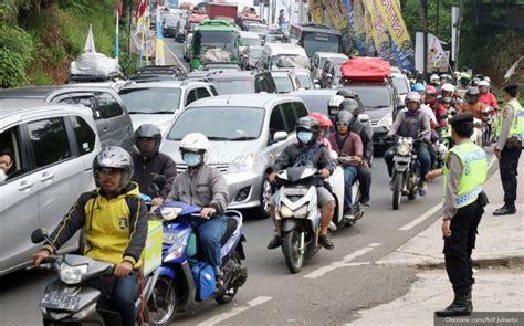 info mudik kecelakaan kijang vs truk tangki jalur selatan cilacap lumpuh okezone news