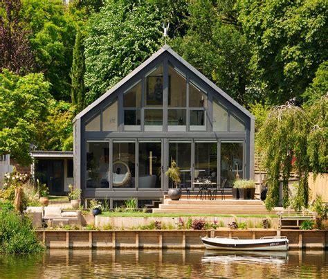 amphibious house  floats  floods custom