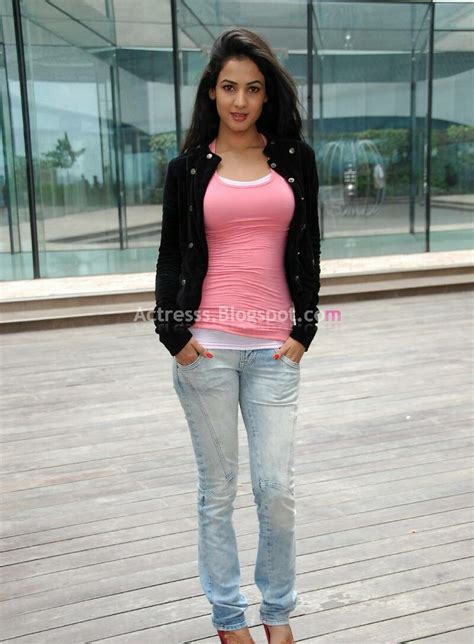 hollywood actresses in tight jeans sonal chauhan sexy stills in tight jeans and t shirt