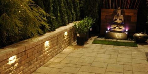beleuchtung natursteinmauer tipps zur gartenbeleuchtung 25 ideen f 252 r zauberhafte