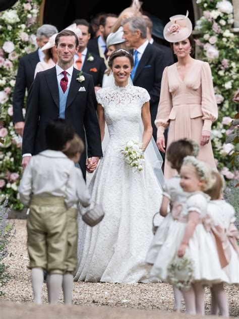 hochzeitskleid pippa middleton pippa middleton s wedding dress popsugar fashion australia
