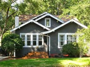 Cottage House Exterior by Best 25 Bungalow Exterior Ideas Only On Pinterest