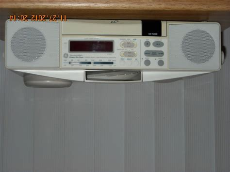 Ge Spacemaker Under Cabinet Cd Player Fm Am Light Radio Cabinet Radio With Light