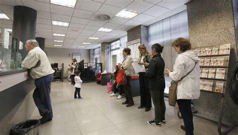 banco popular barcelona el popular estudia un ajuste de unos 2 500 empleados y 300
