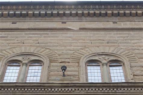 cornici firenze firenze cornici pericolanti a palazzo strozzi