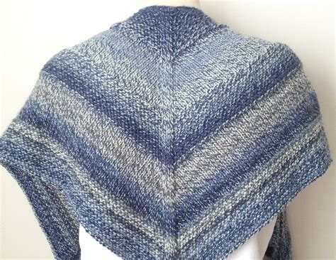 free wrap knitting patterns free knitting pattern weekender shawl deux brins de maille
