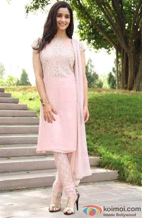Kutubaru Alia Set Pink 1 alia bhatt looks pretty in pink alia bhatt
