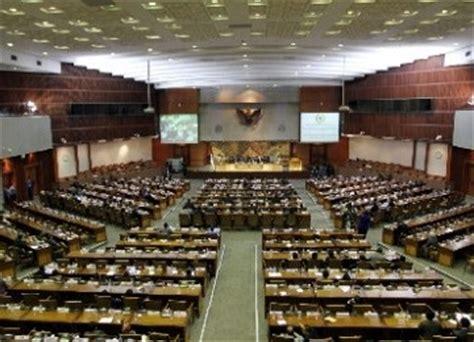 Demokrasi Teistis A M Fatwa meski pks tolak kenaikan bbm demokrat optimistis menangi