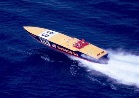 bacardi silver boat 1981 cigarette bacardi race chion boat coors silver