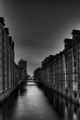 Wallpaper para iPhone: Cidade deserta a preto e branco