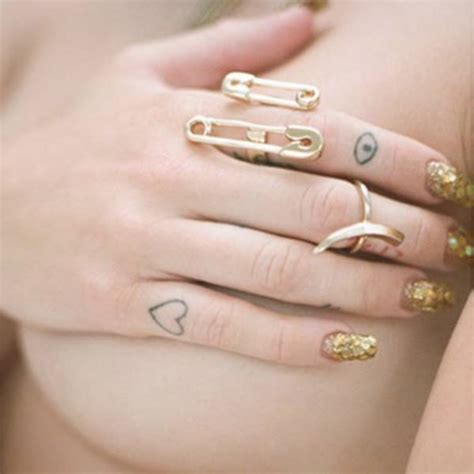 miley cyrus finger tattoos a outlined on miley cyrus right