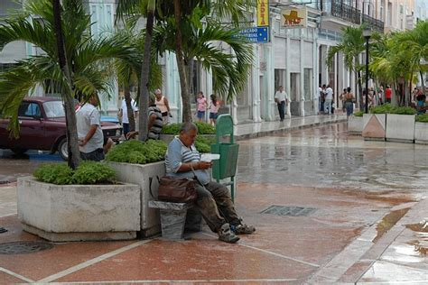 persona seduta persona seduta cienfuegos cuba