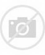Vicky Nitinegoro tampak menunjukkan rasa sayangnya dengan mencium sang ...