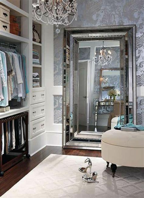 gro er kleiderschrank mit spiegel begehbarer kleiderschrank wie sie die perfekte ordnung