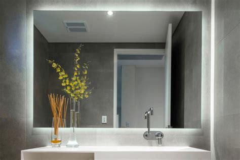 Cermin Kecil menyiasati desain kamar mandi kecil sederhana agar